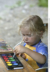 INTERIEUR DESSIN ENFANT!!CHILD INDOORS DRAWING