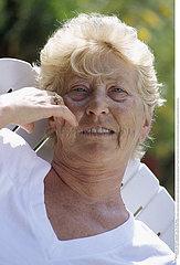 PORTRAIT FEMME +65ANS!!PORTRAIT OF +65 YR-OLD WOMAN