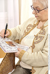 MOT CROISE 3EME AGE!!ELDERLY P. DOING CR-WORD PUZZLE