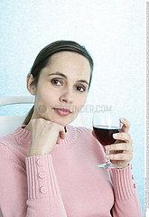 BOISSON FEMME!!WOMAN DRINKING