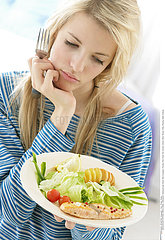 ALIMENTATION ADOLESCENT REPAS!ADOLESCENT EATING A MEAL