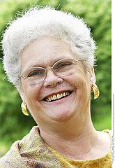 PORTRAIT FEMME -65ANS!!PORTRAIT OF -65 YR-OLD WOMAN