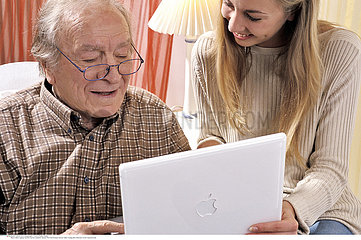AIDE SOCIALE 3EME AGE!!SOCIAL AID FOR ELDERLY PERSON