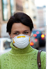 POLLUTION ATMOSPHERIQUE FEMME!AIR POLLUTION  WOMAN