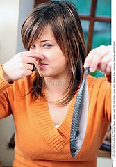 ALIMENTATION FEMME REPAS POISSON!WOMAN EATING FISH