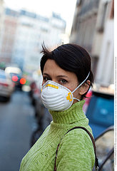 POLLUTION ATMOSPHERIQUE FEMME!AIR POLLUTION  WOMAN