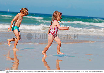 EXTERIEUR MER ENFANT!!CHILD AT THE SEASIDE