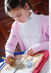 INTERIEUR JEU ENFANT!CHILD PLAYING INDOORS