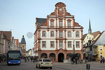 Speyer  Deutschland  Barockbau Alte Muenze und Sankt Georgsbrunnen