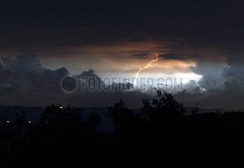 Torre Alfina  Italien  Gewitter bei Nacht