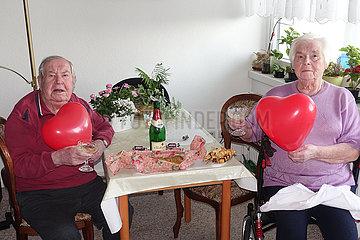 Berlin  Deutschland  Ehepaar feiert Goldene Hochzeit