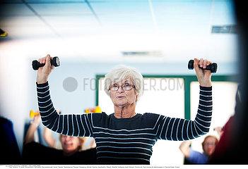 Serie Reportage_112 Sport Seniorenheim ELDERLY PERS. PRACTISING A SPORT