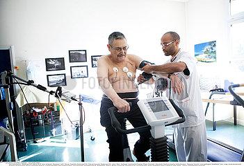 Reportage_145 Herz-Rehazentrum / STRESS TEST  ELDERLY PERSON