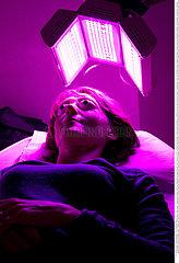 Reportage_169 Lichttherapie  Kaltlichttherapie / AESTHETIC MEDECINE