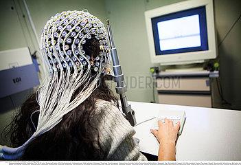 Reportage_193 EEG Gehirn / STUDY OF BRAIN
