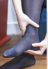 WOMAN WITH FOOT PAIN Studio
