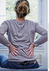 WOMAN WITH LOWER BACK PAIN Studio
