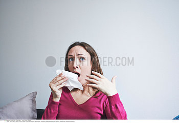 WOMAN SNEEZING Studio