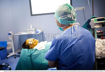 Reportage_205 Operation unter Hypnose /   SURGERY UNDER HYPNOSIS Reportage