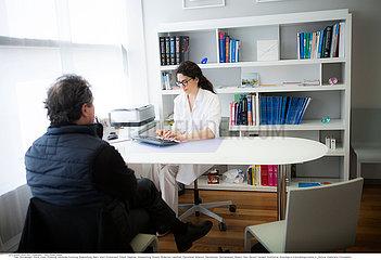 Reportage_203 Dermatologische Praxisklinik /DERMATOLOGY CONSULTATION