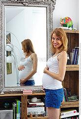 PREGNANT WOMAN INDOORS