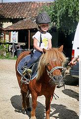 HORSEBACK RIDING Studio