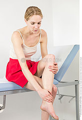 CONSULTATION  WOMAN IN PAIN