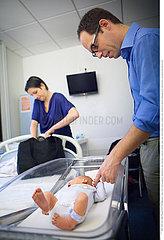 Reportage_175 Schwangerschaft Geburt  Entbindung / LEAVING MATERNITY