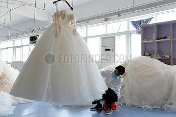 CHINA-ANHUI-Lu'an-Wedding DRESS INDUSTRY Produktion (CN)