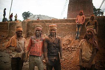 NEPAL-BHAKTAPUR-LABOR DAY-Ziegelei