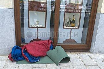 Lager eines Obdachenlosen am Ballindamm vor einem Juwelier