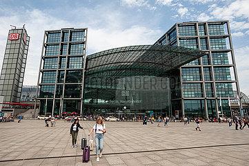 Berlin  Deutschland  Suedeingang des Berliner Hauptbahnhof im Bezirk Mitte