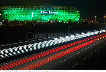 St. Patricks Day  das Stadion des FC Bayern in grün