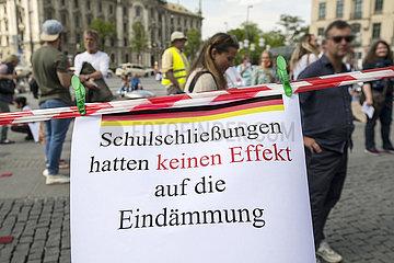 Demonstration gegen Einschraenkung der Grundrechte  Corona  Muenchen  Mai 2020