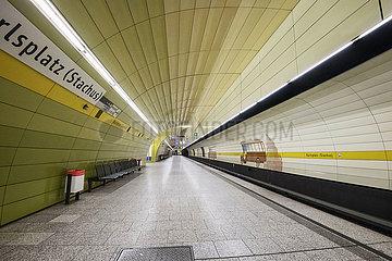 leerer U-Bahnhof  Muenchen  April 2020
