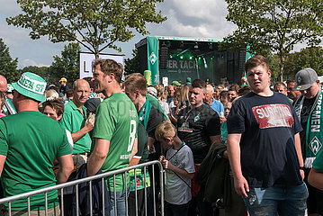 Deutschland  Bremen - Tag der Fans beim Fussball-Bundesliga-Verein Werder Bremen