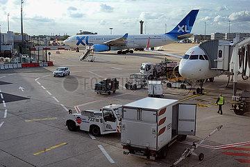 Paris  Frankreich  Flugzeuge auf dem Vorfeld des Flughafen Charles de Gaulle