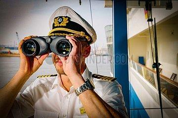 Blick in die Zukunft-Kreuzfahrtschiff AIDA Sol im Hafen (Archivbild)