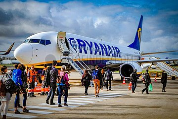 Ryanair Jet auf dem Flughafen Lissabon (Archivbild)