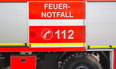 Feuerwehr Loeschfahrzeug Feuer Notfall 112  Duesseldorf  Nordrhein-Westfalen  Deutschland