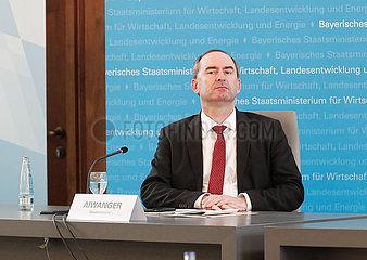 Wirtschaftsminister Aiwanger und ifo-Präsident Fuest präsentieren ifo-Studie zur Überwindung der Coronakrise