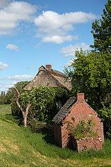 Deutschland  Bremen - Bauernhaus an einem Deich am Fluss Lesum  Bremen-Nord