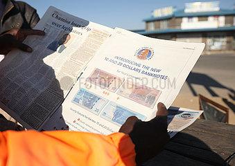 SIMBABWE-HARARE-ECONOMY-NEW BANKNOTEN