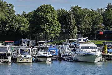 Sportboothafen am historischen Schiffshebewerk  Waltrop  Ruhrgebiet  Nordrhein-Westfalen  Deutschland