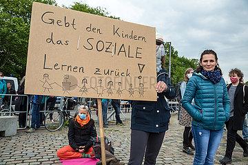 Deutschland  Bremen - Demonstration gegen Corona-Restriktionen