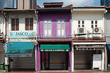 Singapur  Republik Singapur  Geschlossene Shophouses im muslimischen Viertel waehrend der Coronakrise (Covid-19)