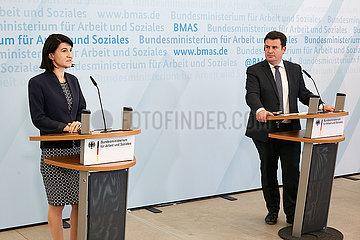 Berlin  Deutschland - Violeta Alexandru und Hubertus Heil zur gemeinsamen Pressekonferenz.