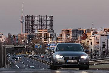 Berlin  Deutschland  Blick auf den Gasometer Schoeneberg und den Berliner Fernsehturm an einer Autobahnabfahrt der A103