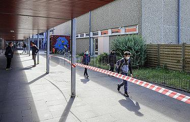 Realschule Benzenberg anlaesslich der Wiederaufnahme des Schulbetriebs  Corona Pandemie  Duesseldorf  Nordrhein-Westfalen  Deutschland