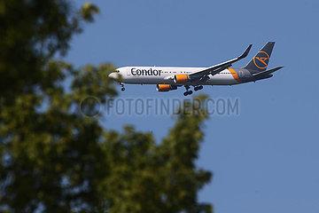 Hannover  Deutschland  Boeing 767 der Fluggesellschaft Condor im Flug